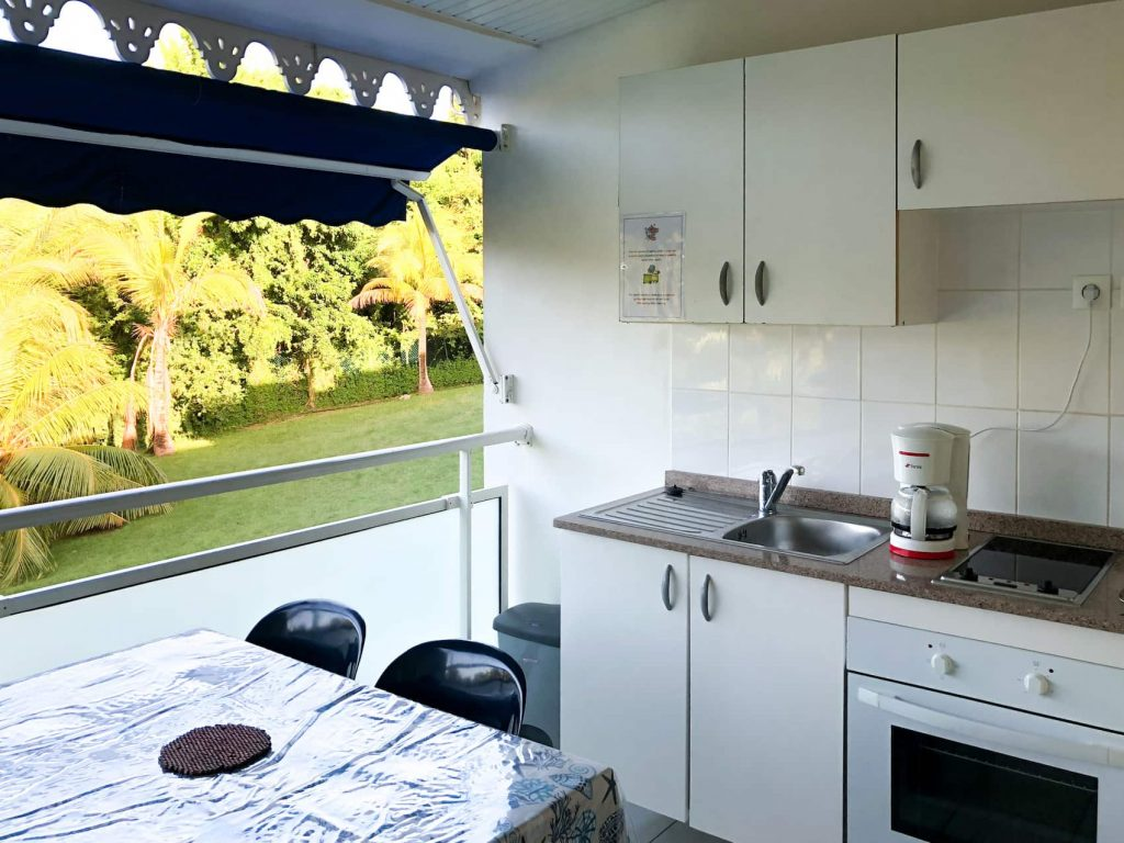 les cayalines kitchenette on balcony